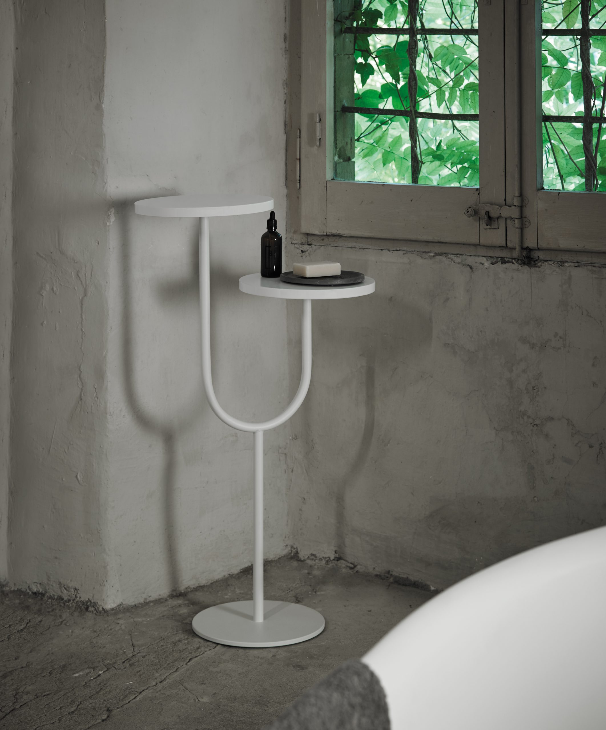 Double Bivio side table in bathroom