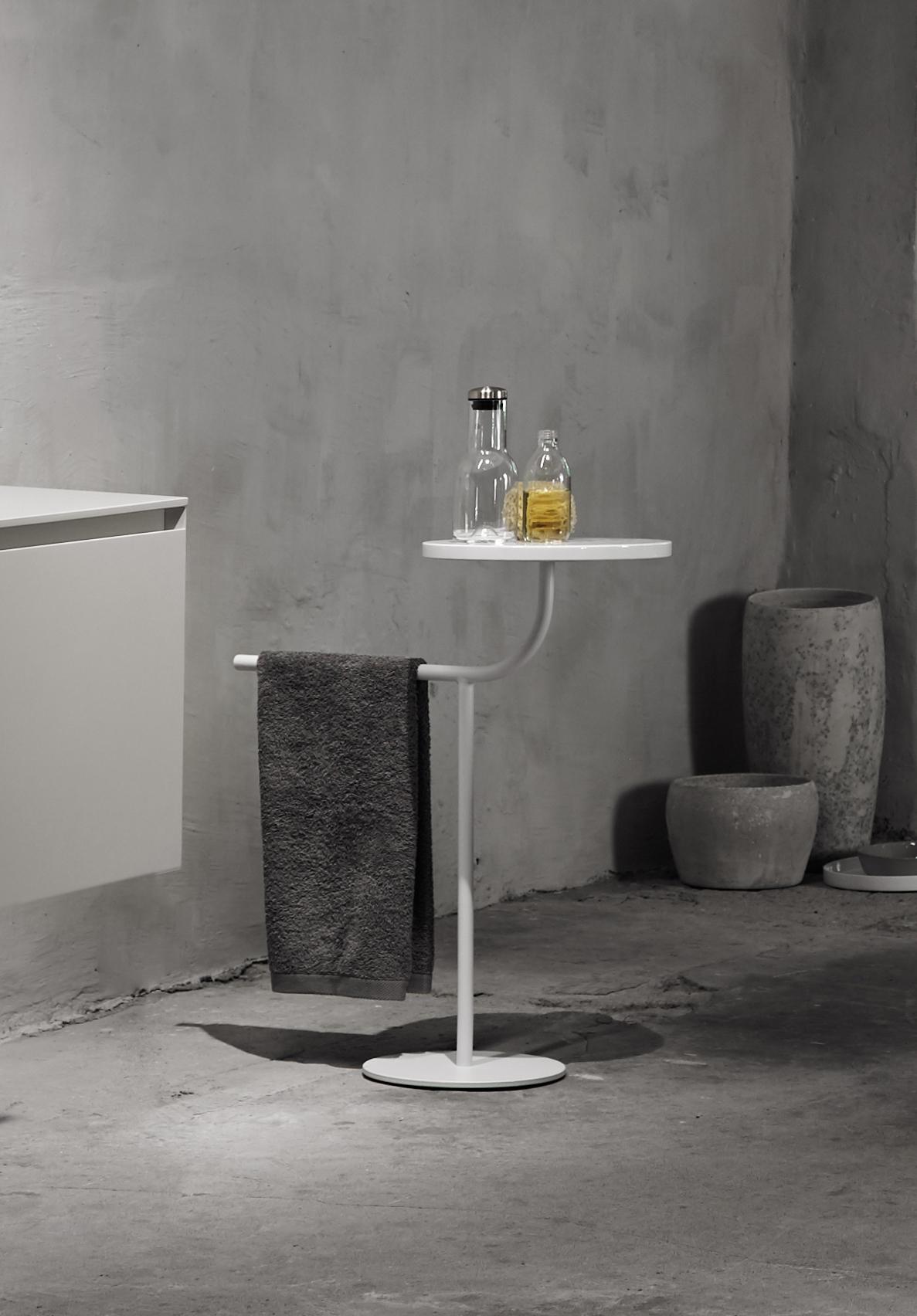 White bivio sie table designed by Debiasi Sandri